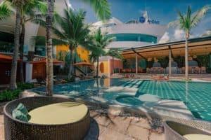 โรงแรมเอ-วัน เดอะ รอยัล ครูส พัทยา-ที่พักบุฟเฟ่ต์อาหารทะเลชลบุรี-itravel